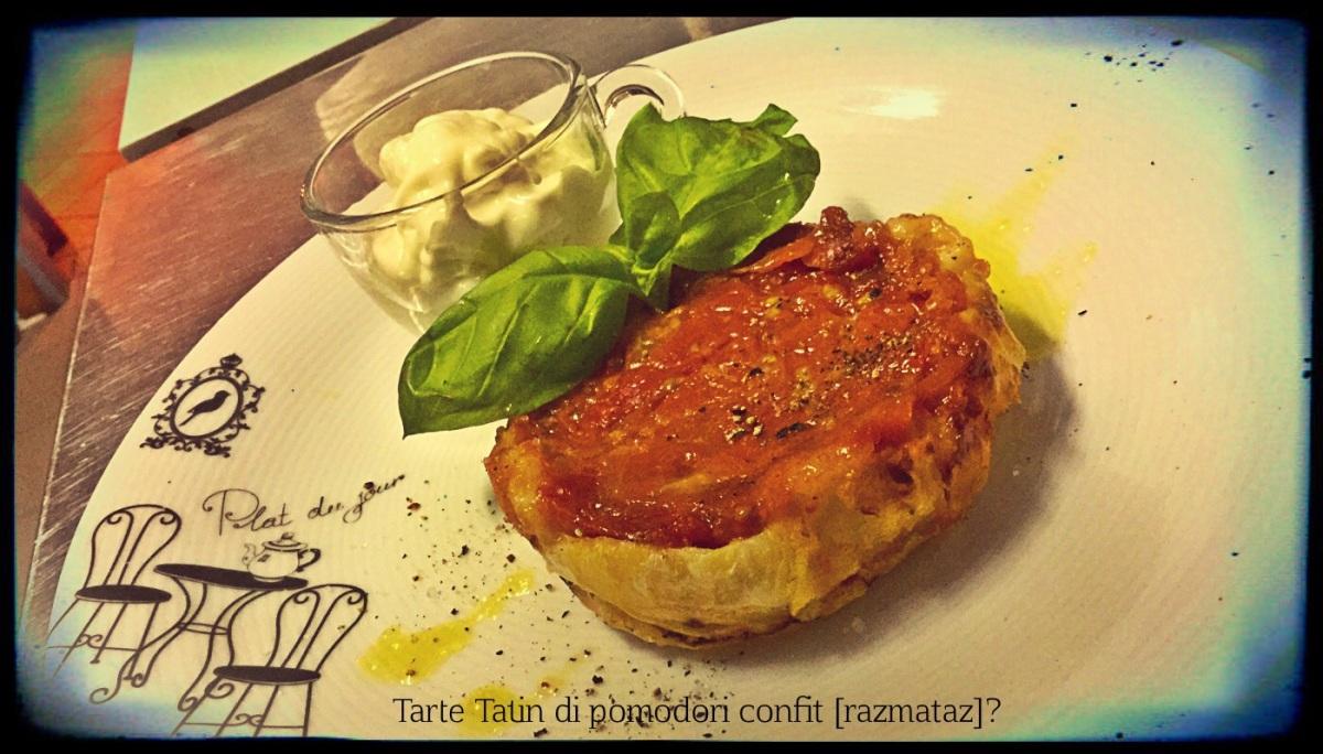 Tarte Tatin di pomodori confit...con basilico e squacquerone.